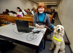 Joëlle met haar assistentiehond